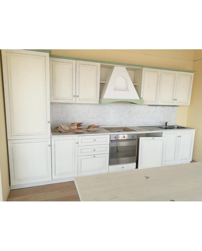 Cucina A M in legno massello di frassino colori bianco avorio e dec...